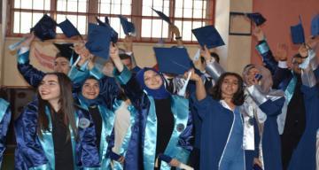 Mustafa Doğan Anadolu Lisesinde Mezuniyet Sevinci