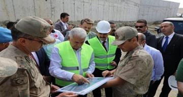Binali Yıldırım,Refahiye'deki Jandarma Komando Tabur Komutanlığı hizmet binası tesisleri ziyaret etti
