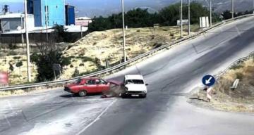 Erzincan'da İki Otomobilin Çarpışması sonucu kaza meydana geldi