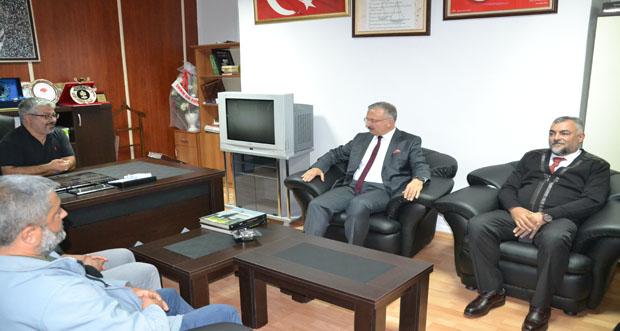 Erzincan Binali Yıldırım Üniversitesi Rektörü Prof. Dr. Akın Levent, Gazeteciler Günü münasebetiyle Erzincan Gazeteciler Cemiyetini ziyaret etti